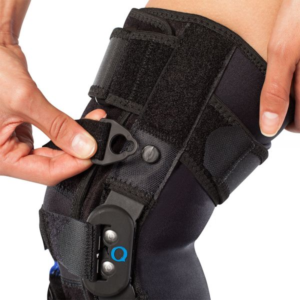Adjustable patella tracking hinged knee brace
