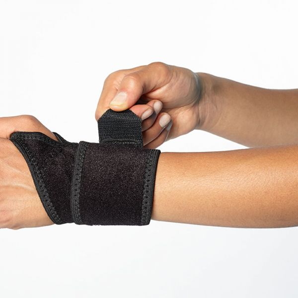 Wrist compression wrap for gym