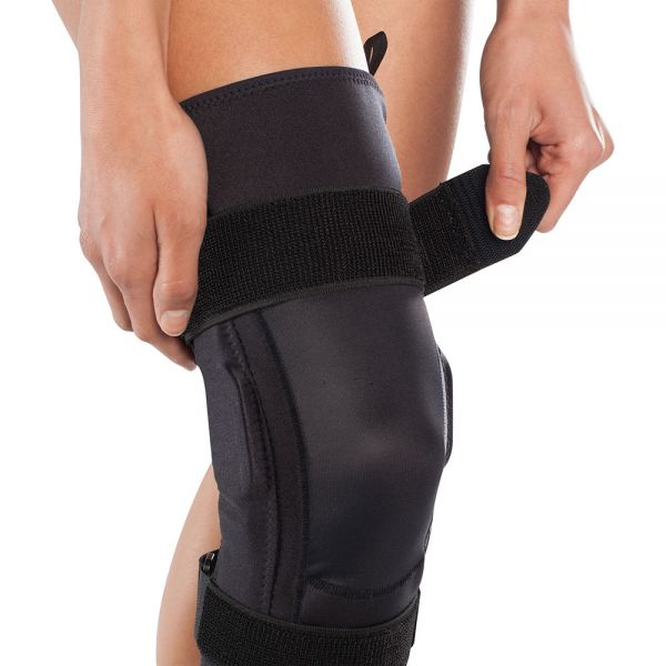 HInged knee brace for all day use